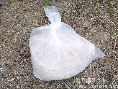 米糠を袋に入れた画像